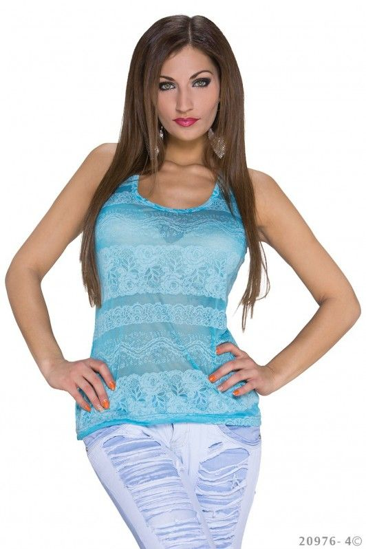 Deze leuke blauwe tanktop kan altijd. Lekker shoppen, een terrasje pakken of een avond stappen, met dit zomerse topje creëer je in een handomdraai een verleidelijke look.