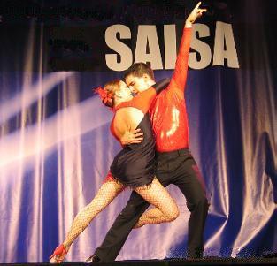 """Es un moderno baile de Salón de América Latina que se puede bailar en parejas o grupos. Tiene un estilo cubano llamado """"estilo de la calle"""""""