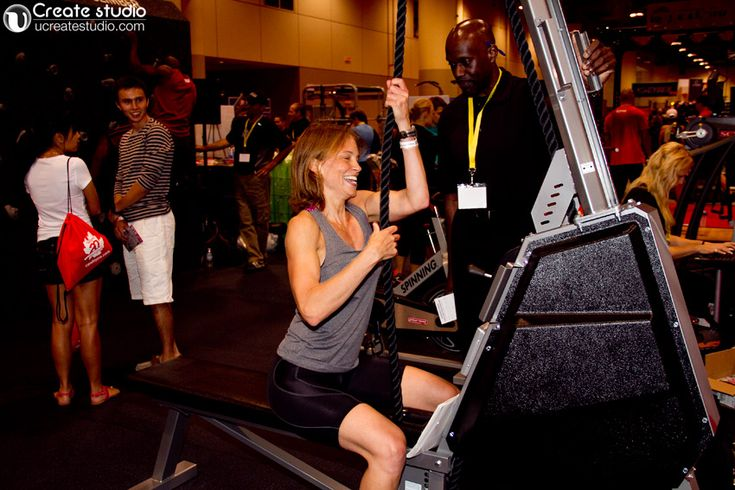 a girl working out at Canfitpro trade show toronto 2013 @Darlene Rathwell