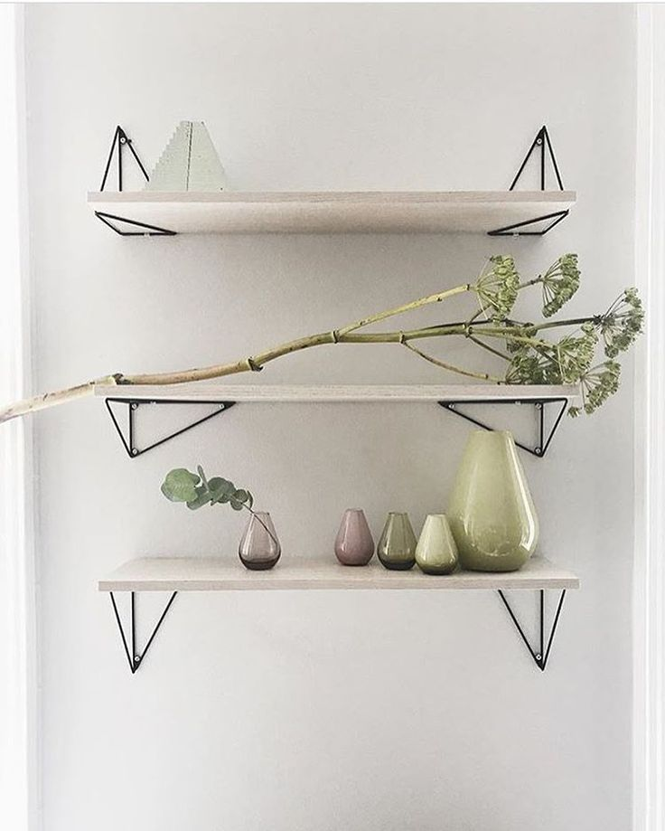 Welcome spring! Our Pythagoras shelves at the showroom of our PR- agency @grandrelations styled by @annaleena.interiors ✨