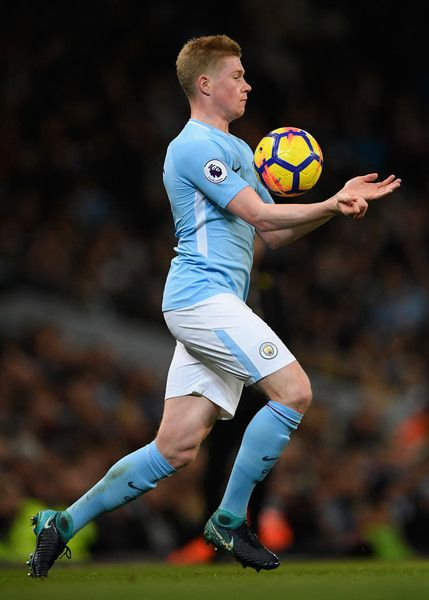 Kevin De Bruyne of Manchester City in action during the Premier League match between Manchester City and West Ham United at Etihad Stadium on December 3, 2017 in Manchester, England. - 85 of 300