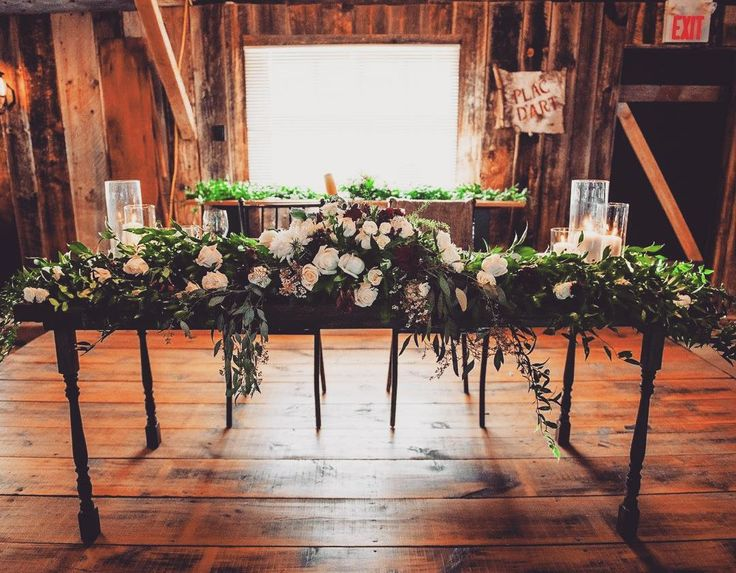 Flowers on flowers on flowers. We have you covered from root to petal 🌷 📸: @jessrosephoto  #roses #flowers #iluphflowers #iluphwedding #flowertable #luxury #barnwedding #elegance #weddingflowers #weddinggoals #weddinginspo #ottawawedding #Ottawa #toronto #montreal