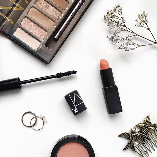 What lipstick is everyone loving right now?! I keep reaching for @narsissist Barbarella and @nyxcosmetics Strawberry Daquiri!
