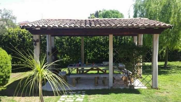 In epoca vittoriana, un gazebo in giardino era un luogo dove le donne si proteggevano dal sole . Oggi, ungazebo può essere utilizzato in vari modi, e può esser(...)