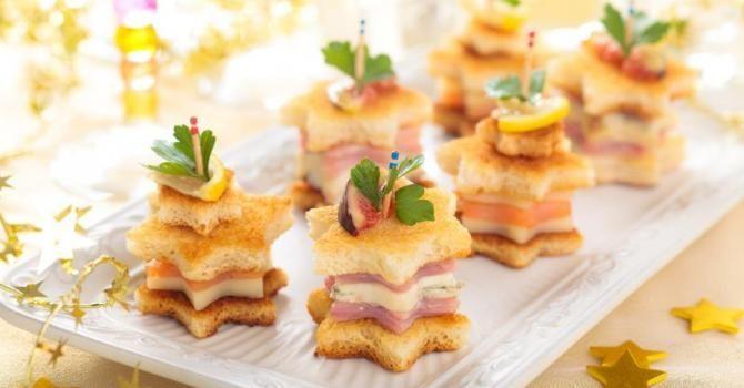Recette de Toasts de Noël étoilés au saumon, au parmesan et au jambon maigre. Facile et rapide à réaliser, goûteuse et diététique.