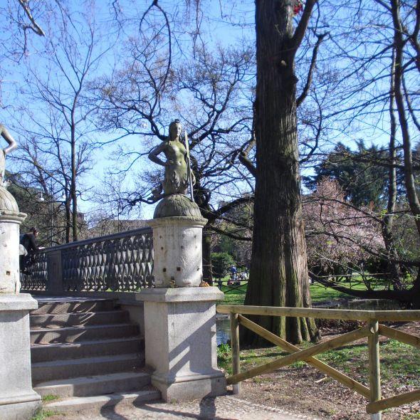 Ponte delle Sirenette https://fuoriloco.wordpress.com/ #milano #sempione #castle #park #bridge #ponte #milan #italia #italy #lake #mermaid #fuoriloco