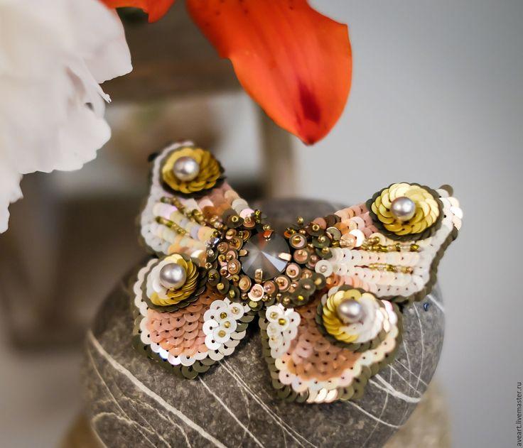 Купить Artemis - бабочка, мотылек, эксклюзивная вышивка, брошь-бабочка, брошь-мотылек, вышитая бабочка