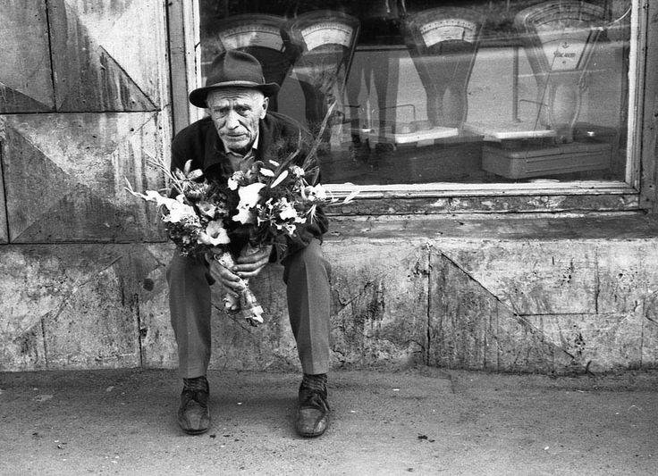 Flowers seller. Novokuznetsk. 1980. Photo by Vladimir Vorobiev