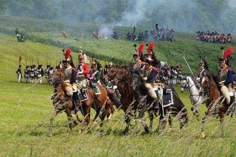 200 Jahre Schlacht von Waterloo - (rf) Jahr für Jahr zieht es hunderte Laiendarsteller aus aller Herren Länder ins belgische Waterloo. Gemeinsam stellen sie die historische Schlacht vom 18. Juni 1815 am Originalschauplatz nach. Dieses Jahr jährt sich die Schlacht von Waterloo, bei der Napoleon - Link: http://www.reisefernsehen.com/reise-news/reise-news-europa/belgien-200-jahre-schlacht-von-waterloo.php