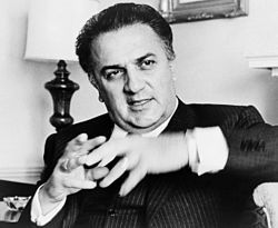 """Federico Fellini . """"un artesano que no tiene nada que decir, pero sabe cómo decirlo""""."""