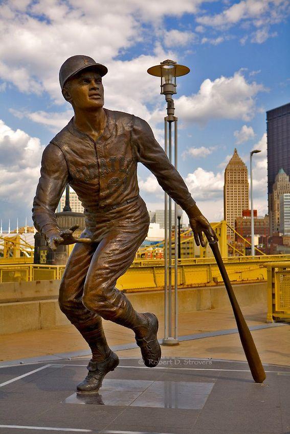 Pittsburgh's Sports Venues - PNC Park, Roberto Clemente statue