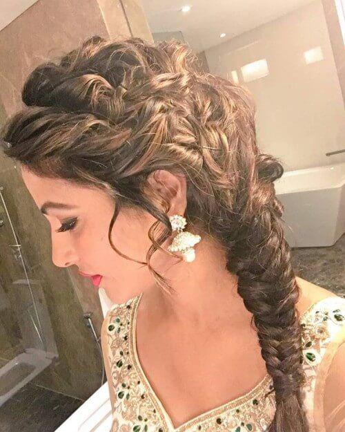 Hina Khan Akshara Singhania actress with side braid