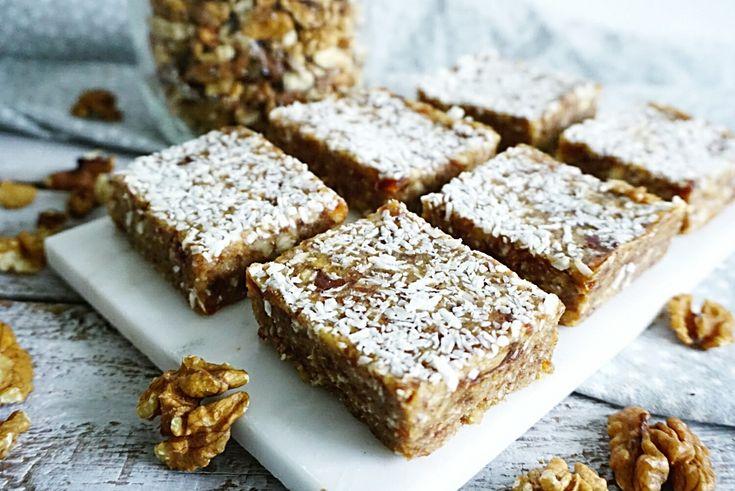 heerlijk no-bake snoepgoed op basis van walnoten, dadels en kokos. Deze walnootreepjes zijn vrij van geraffineerde suikers, gluten, graan en lactose