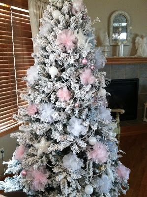 10 best images about christmas 2015 liza 39 s room pink for Table de noel shabby chic