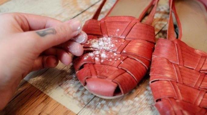 Mon Truc pour me Débarrasser des Mauvaises Odeurs dans les Chaussures.