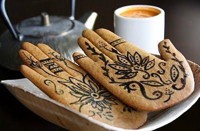 Henna cookiesMehndi, Henna Art, Indian Theme, Theme Parties, Food, Spices Cookies, Gingerbread Cookies, Decor Sugar Cookies, Henna Hands