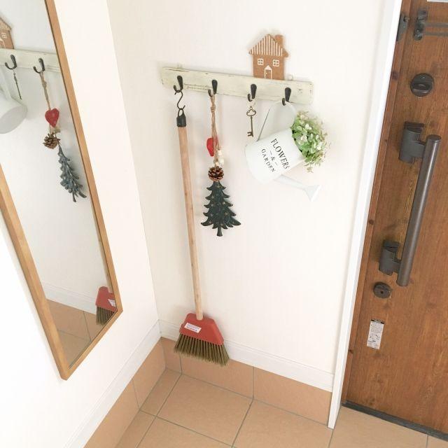 makochi.mさんの、玄関/入り口,玄関,salut!,クリスマス,ナチュラルキッチン,ウォールフック,いなざうるす屋さん,ブリキのジョウロ,niko and… ,姿見鏡,のお部屋写真