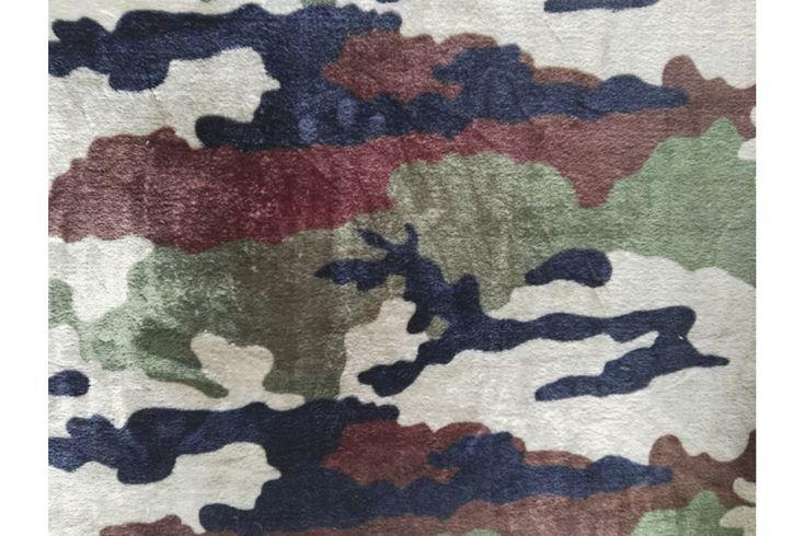 Tela polar en coralina ultra suave, con estampado de camuflaje militar. Seca rápidamente. Ideal para mantas, arrullos de bebé, prendas de abrigo....#coralina #polar #tela #estampado #camuflaje #militar #invierno #niños #bebé #pijamas #mantas #batas #confección #tejido #tejidos #textil #telasseñora #telasniños #comprar #online