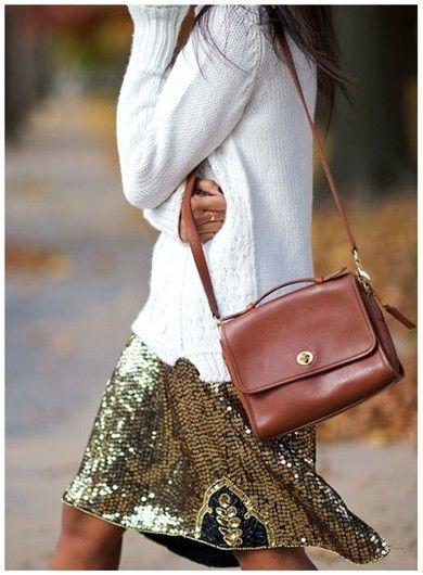 Looks de fiesta: Jersey blanco + falda con lentejuelas doradas