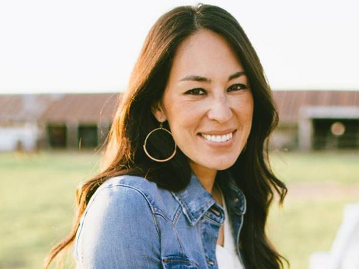 April 19 is the birthday of one Joanna Gaines —our absolute favorite purveyor of shiplap, distinctive design and all things simple, clean and classic. Joanna we wish you all the best on this special day. And to celebrate, we offer up a compendium of some of our favorite Joanna Gaines pics from the Fixer Upper archives. Presented sans captions. (What is it they say about a picture and how many words it's worth?) Oh, and some guy named Chip photo-bombs a few of them.