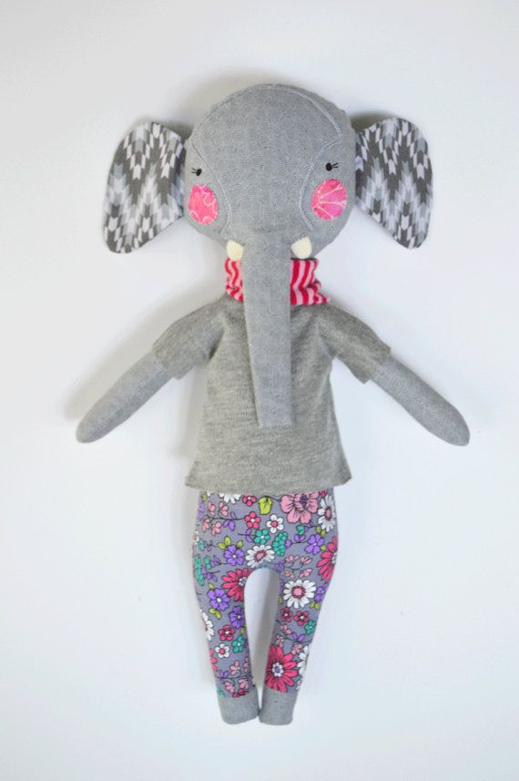 elephant rag doll: Elsie Peanut rosey rag doll door roseyragdoll