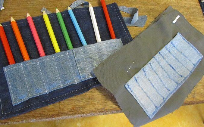 Van haar oude spijkerbroek maakt zij een eigen potlodenetui tijdens de naailes op school. www.creacrola.nl