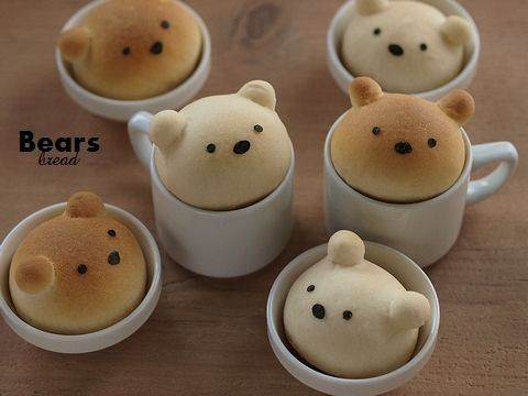 bread bear heads- too bad the site is in Japanese and I have no idea what it says- oh, for an English tutorial!