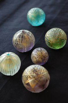 江里佐代子さんの截金(きりかね)作品 Japanese traditional crafts;KIRIKANE;made by Sayoko Eri. Using gold thread, she makes delicate patterns.