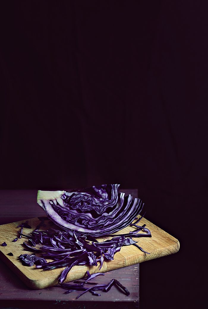 Red cabbage pasta with roasted red pepper