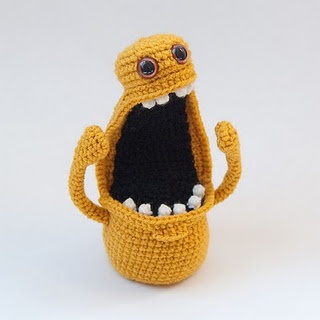 I freaking love these. They make me cry with laughter.: Spiders Crochet, Itsy Bitsy Spiders, Amigurumi Monsters, Crochet Monsters, Crochet Patterns, Little Monsters, Bright Yellow, Crochet Knits, Be Awesome