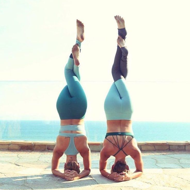 Double headstands by these two bestie beauties. @jessicaoile is featured in the Airbrush Legging and @the_southern_yogi is featured in the Goddess Legging