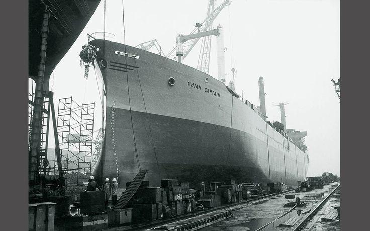 Η καθέλκυση του CHIAN CAPTAIN, του πρώτου φορτηγού τύπου Fortune που κατασκευάστηκε στην Ιαπωνία. Αργότερα, η γραφή του ονόματός του άλλαξε σε KHIAN CAPTAIN. / The launching of the CHIAN CAPTAIN, the first Freedom-type ship built in 1967 by IHI, Japan. The spelling of the name was subsequently changed to KHIAN CAPTAIN.