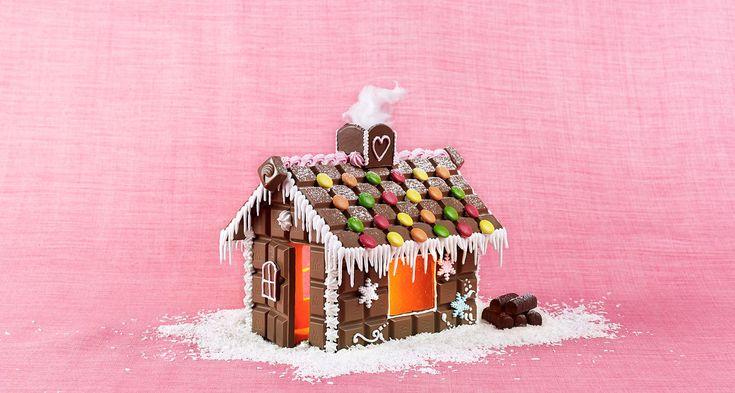 Gör ett riktigt smarrigt chokladhus istället för papparkakshus och slipp kladd med deg, kavring och gräddning!