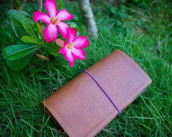 HANDCRAFTED GENUINE SNAKE SKIN PYTHON LEATHER <   This Midori style notebook is a leather cover made of very soft yet durable genuine python