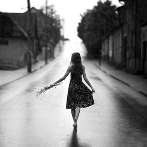 As vezes eu me chamo para passear, e vou desfilando com a minha solidão por aí  © obvious: http://lounge.obviousmag.org/divagando_e_sempre/2014/12/as-vezes-eu-me-chamo-para-passear-e-vou-desfilando-com-a-minha-solidao-por-ai.html#ixzz3MXjMNi00  Follow us: obviousmagazine on Facebook