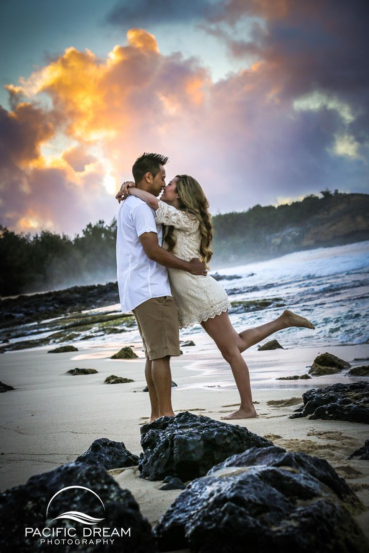 Beach photo session -gorgeous couple! Photography Ideas Hawaii
