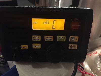 Icom IC-M502 Marine VHF Radio White Transceiver & Microphone - Powers Up
