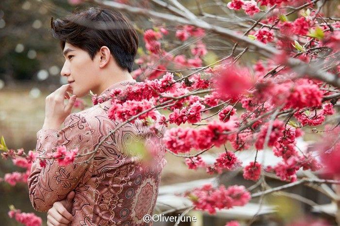 Yangyang杨洋•《瑞丽》拍摄 先生可知人比花娇?樱花树下的少年啊,一直在哪儿守望(cr logo)magazine-RayLi
