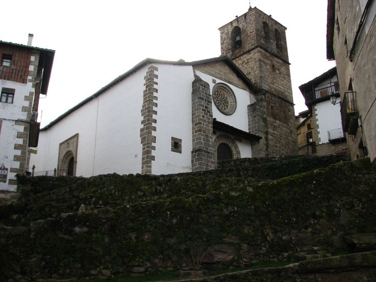 Otra imagen de la Iglesia de Nuestra Señora de la Asunción. Preciosa. Y por dentro también.
