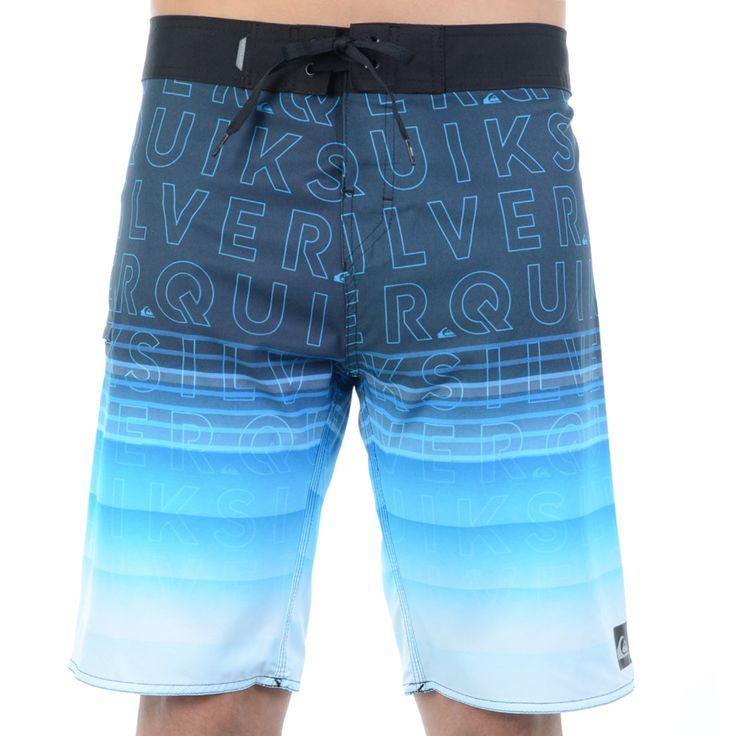 A Bermuda Água Quiksilver Division Word é ideal para quem gosta de surf, praia e piscina. Ela chegou pra deixar o seu verão mais fresco e colorido. Possui estampa personalizada da marca e um degradê d...