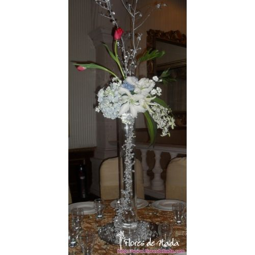 Centro de Mesa alto con guias de piedras la flor a eleguir son Tulipanes, Orquideas, Casa Blanca,Rosas, Aleli y follajes finos.