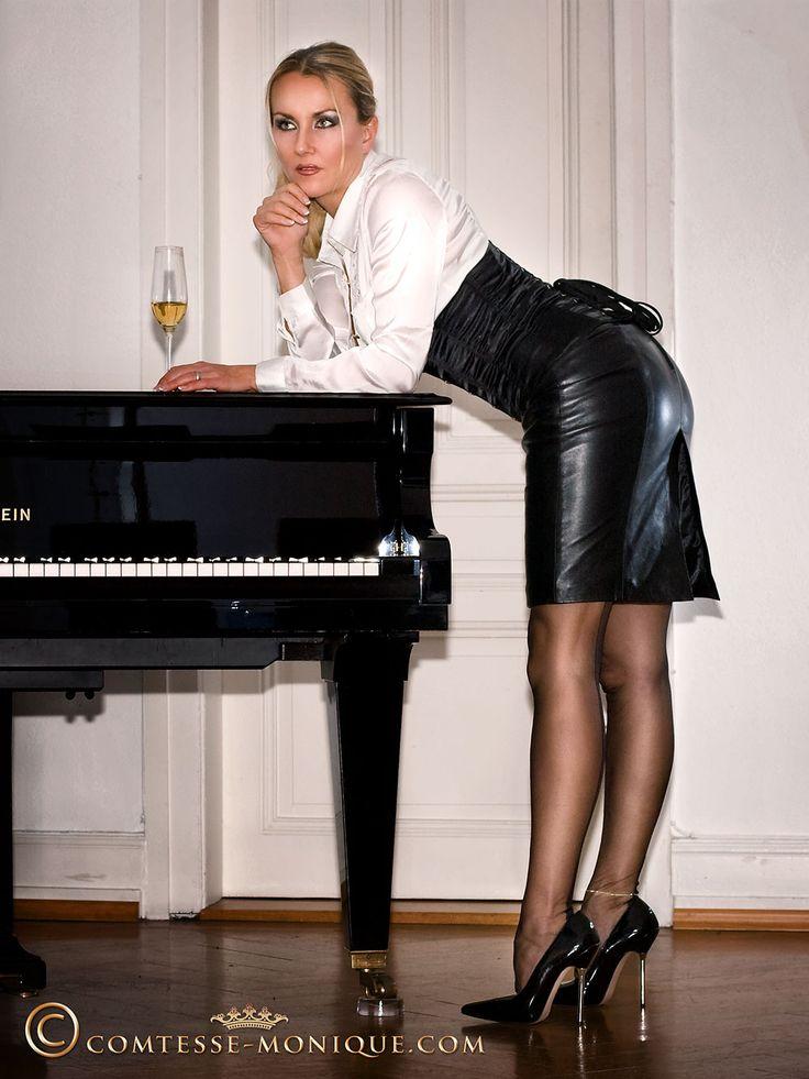 Secretary pantyhose shoes fetish high heels pedal pumping - 3 part 5