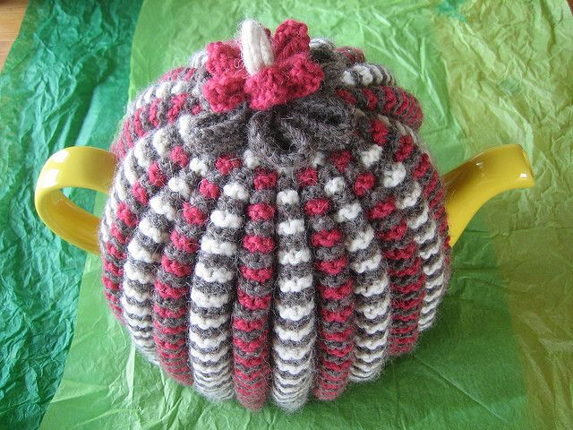 Free traditional tea cozy knitting pattern, reconstructed by Karen of TeabytheSea