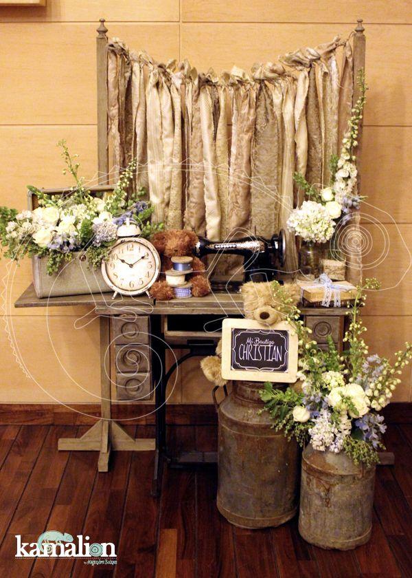 www.kamalion.com.mx - Decoración / Decor / Bautizo / Azul / Blue / Vintage / Rustic Decor / Letrero / Arreglos de flores / It's a boy / Es niño / Lecheros / Reloj.