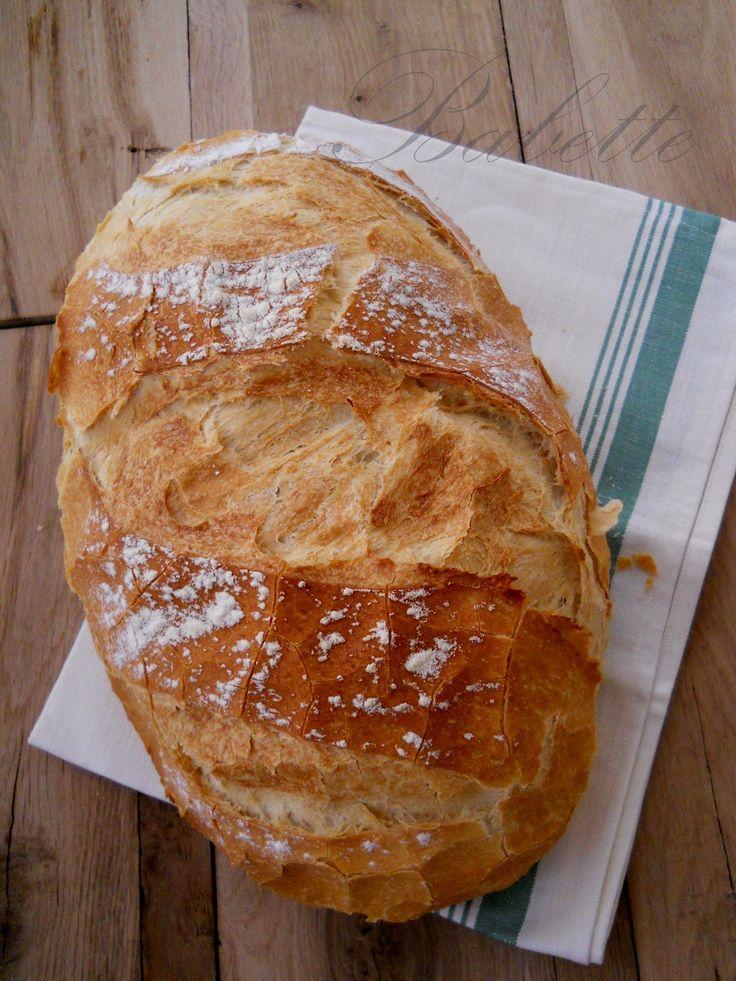 Haladjunk az egyszerűbbtől a bonyolultabb felé.  Előző kenyeres bejegyzésemben egy egyszerű, élesztővel is készíthető kenyér rece...