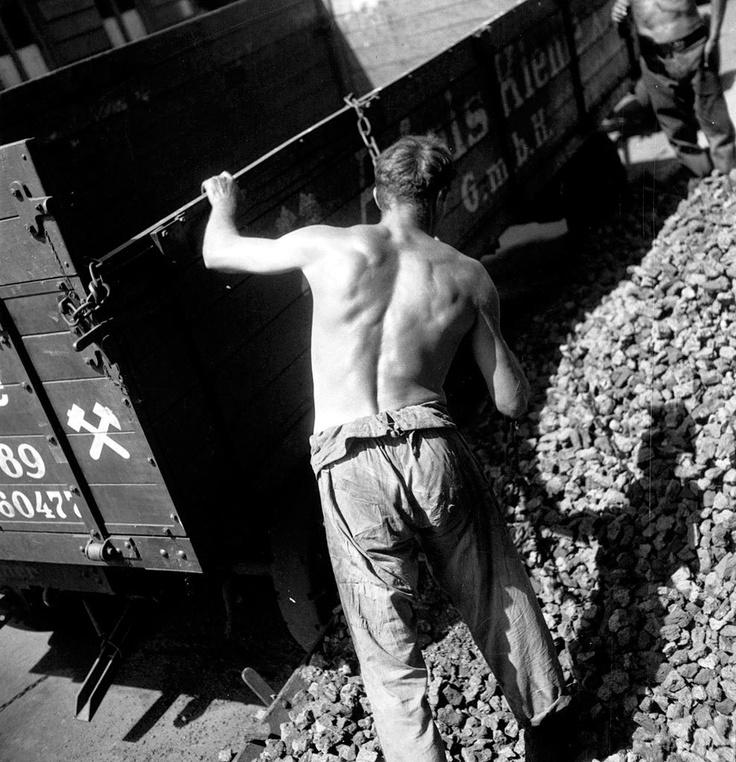 reinopin: Untitled, Berlin, 1931 © Eva Besnyö / Maria Austria Instituut Amsterdam