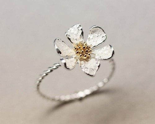 Hey, I found this really awesome Etsy listing at http://www.etsy.com/listing/129842998/danity-white-daisy-flower-ring