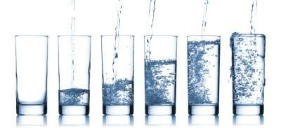 Can Drinking a Lot of Water Bloat My Stomach? | LIVESTRONG.COM