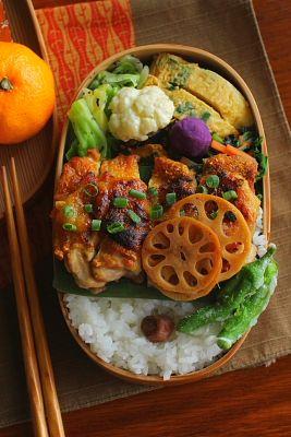 白米 鶏もも肉の甘味噌焼き 青葱入り卵焼き キャベツのゆかり和え 春菊と人参の海苔和え カリフラワーの柚子胡椒マヨ和え 南瓜の胡麻和え 蓮根の黒酢きんぴら 紫芋ボール しし唐の天ぷら