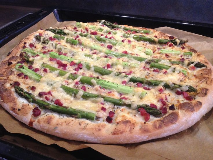 Spargelfladen // Flatbread with Asparagus